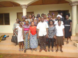 Photo de famille du CAMPE/CDEL avec les bénéficiaires à Calavi