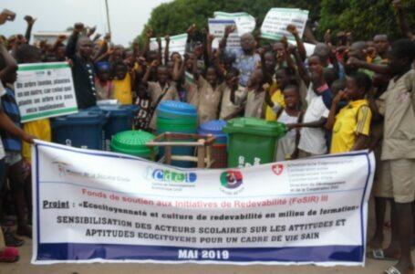 FOSIR3 : Sensibilisation et remise de matériels d'assainissement aux responsables du CEG Sèmè kpodji