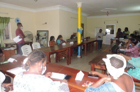 Le CDEL forme les nouveaux membres de l'association des Habilleurs Professionnels ESPERANCE  sur à la gestion d'une micro entreprise artisanale et renforce les anciens.