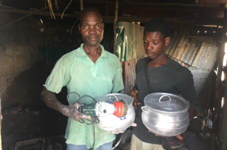 Les membres de l'association UPAFAC-AZODOLE des fondeurs mettent œuvre les acquis de la formation sur les techniques de fabrication de la marmite