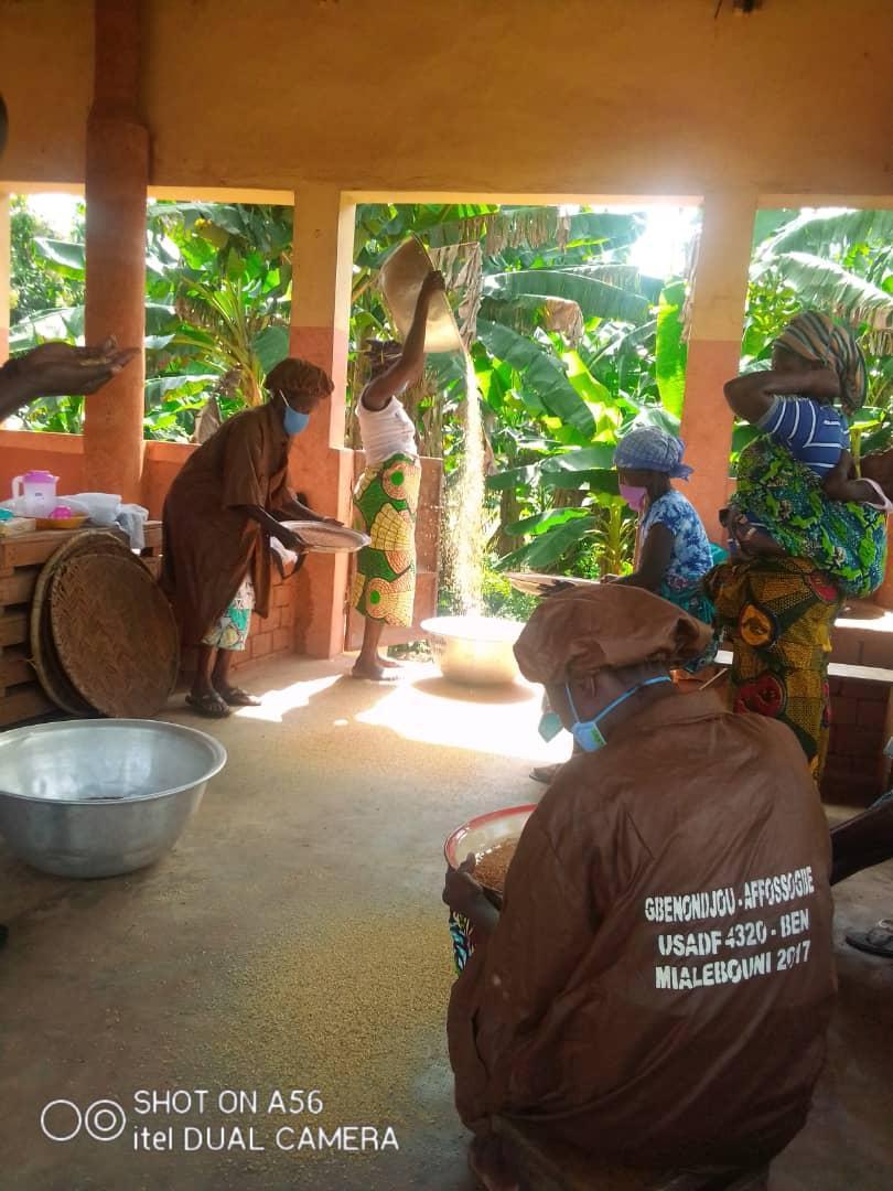 Renforcement des capacités techniques des femmes transformatrices du manioc en gari et autres dérivés du groupement AFFOSSOGBE de Dogbo